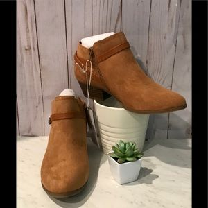 OLD NAVY  CROSS-STRAP ANKLE BOOTS/Brown-9